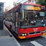 Logo del grupo Cápsula 7. En una hora determinada, dime la cantidad de personas que entran en el metro o metrobus y